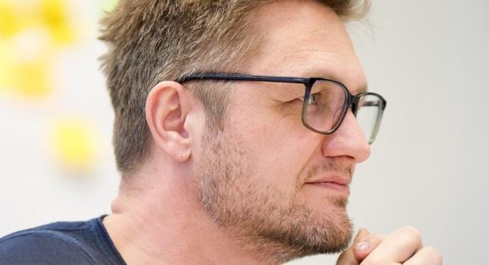 Henning Emmrich listening